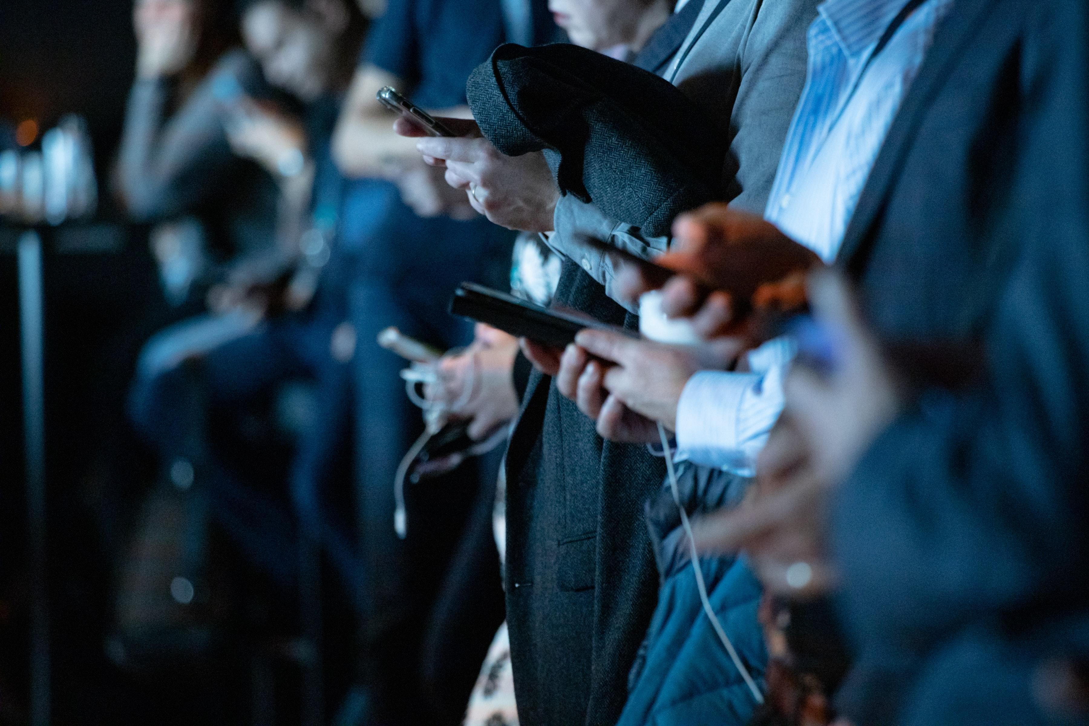 Impact des réseaux sociaux : les filles plus touchées que les garçons ?